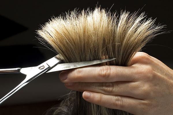 Как бороться с секущимися кончиками волос